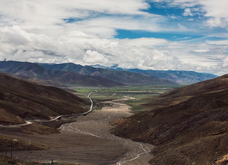 Crossing the Friendship Bridge – Episode 4 of Isha Kailash 2010 Travel Journal